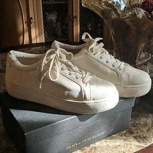 White textured platform sneaker